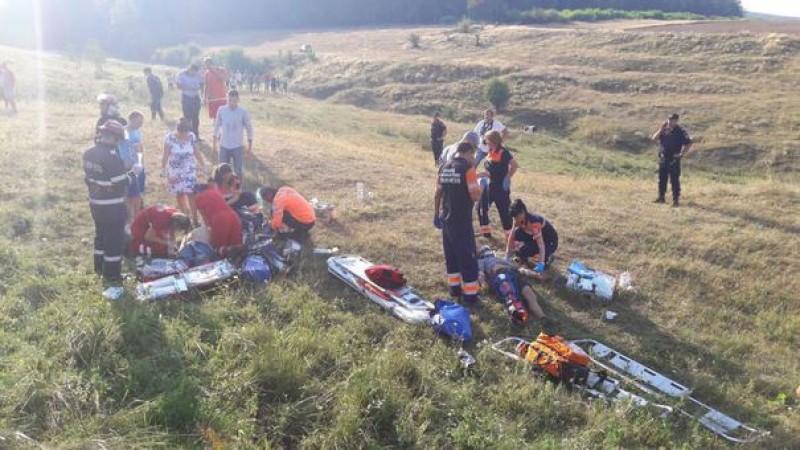 Un AVION cu două persoane la bord s-a prăbuşit în judeţul Iaşi. Pilotul a murit