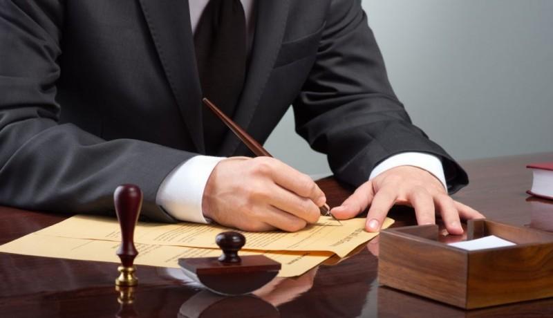 Un avocat italian a falsificat un testament pentru a împiedica moștenirea care i se cuvenea unei fetițe românce!