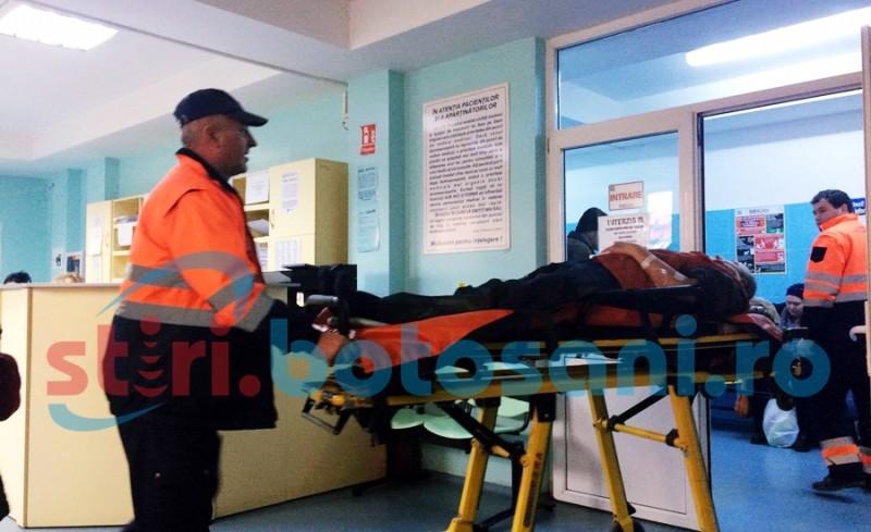 Un bărbat a ajuns la spital, după ce a căzut de pe casă! FOTO