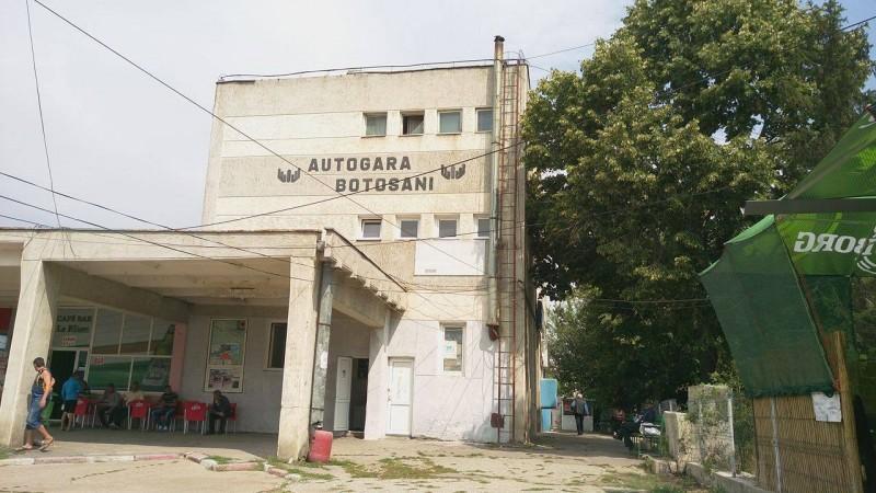 Un bărbat a amenințat că se aruncă de pe clădirea Autogării Botoșani!