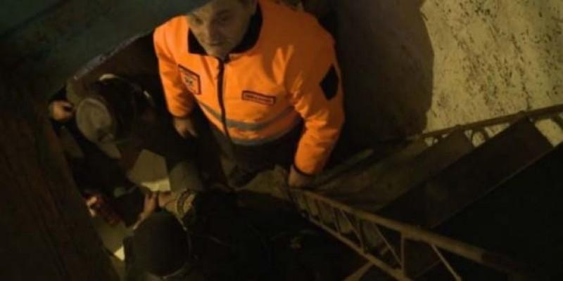 Un bărbat a fost dus la spital după ce a stat 2 zile într-un beci! Temperatura corpului era de 30,2 grade!
