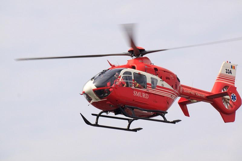 Un bărbat a fost preluat de elicopterul SMURD după ce a făcut un infarct