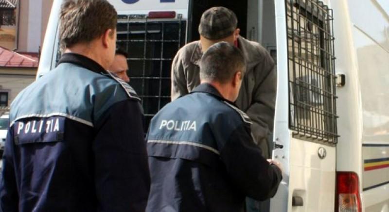 Un bărbat a fost reţinut 24 de ore pentru hărţuire! Acesta o urmărea de două luni pe o fostă angajată pentru a se răzbuna!