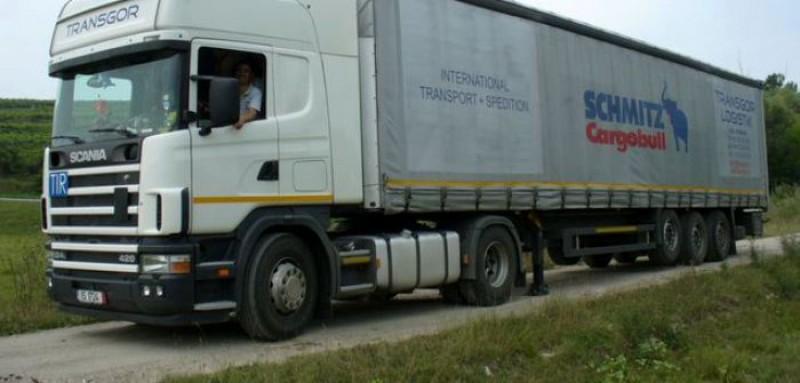Un bărbat a mințit timp de 14 ani că e șofer de camion pentru a fi departe de soție!