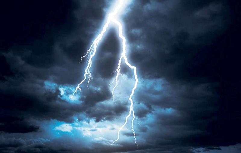 O femeie și-a pierdut viața după ce a fost lovită de fulger!