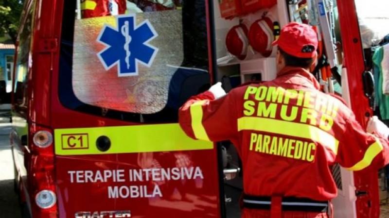 Un bătrân a fost găsit mort pe rampa din fața unor magazine dezafectate