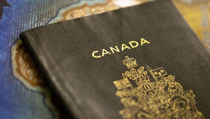 Un bebelus canadian, probabil prima persoana din lume care nu are trecut genul pe cardul de sanatate