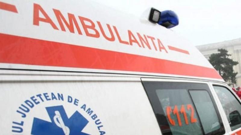 Un botoșănean a ajuns la spital după ce un mal de pământ s-a surpat peste el!