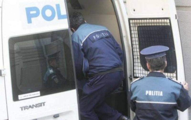 Un botoșănean a fost arestat preventiv după ce a violat și tâlhărit o bătrână de 88 de ani căreia i-a adus o sticlă cu lapte