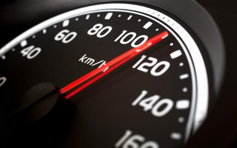 Un botoșănean a fost prins circulând cu 106 km la oră prin Coțușca!