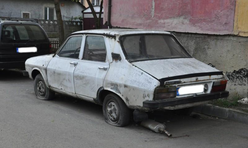 Un botoșănean care are și casă la Vatra Dornei a rămas fără mașină! Un vecin credea că e abandonată și voia să o vândă la fier vechi!