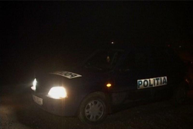 Un botoșănean le-a dat bătăi de cap polițiștilor, în miez de noapte: alcoolizat și recalcitrant, a încercat degeaba să fugă de oamenii legii