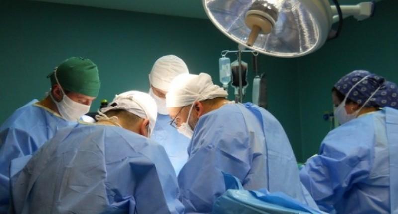 Un botoșănean va primi corneea de la o fetiță moartă la săniuș