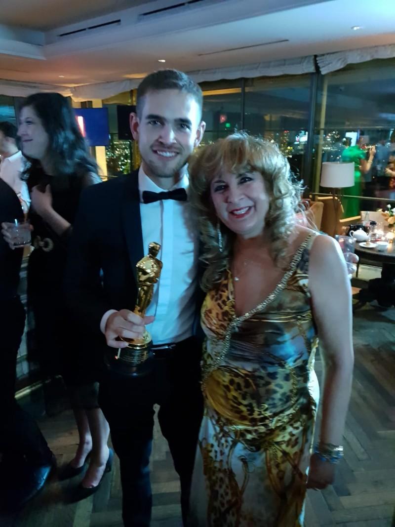 Un câștigător la Oscar, îmbrăcat de brandul românesc cu ramificații botoșănene