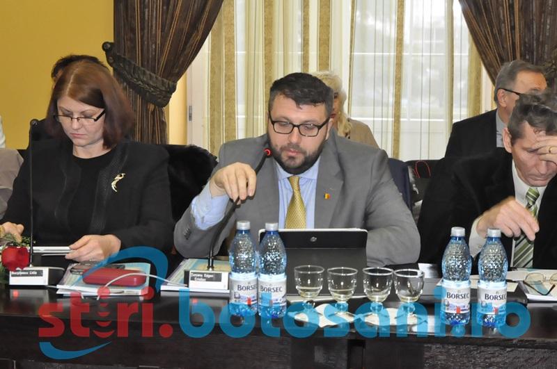 Un consilier local îi cheamă la raport pe antreprenorii de la Cornișa și de la Teatru