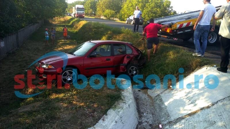 Un copil a fost rănit, iar un autoturism a ajuns în șanț, în urma unei depășiri pe drumul european Botoșani - Iași! FOTO