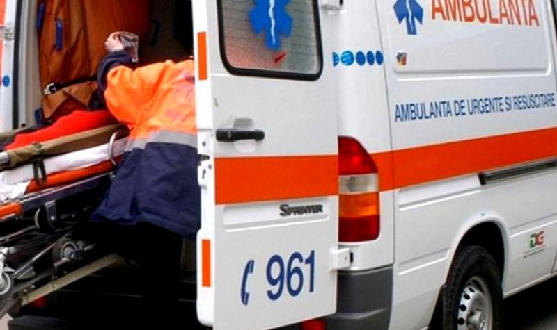 Un copil din Botoșani, dus urgent la un spital din Iași după ce s-a ștrangulat la geamul din portiera mașinii părinților