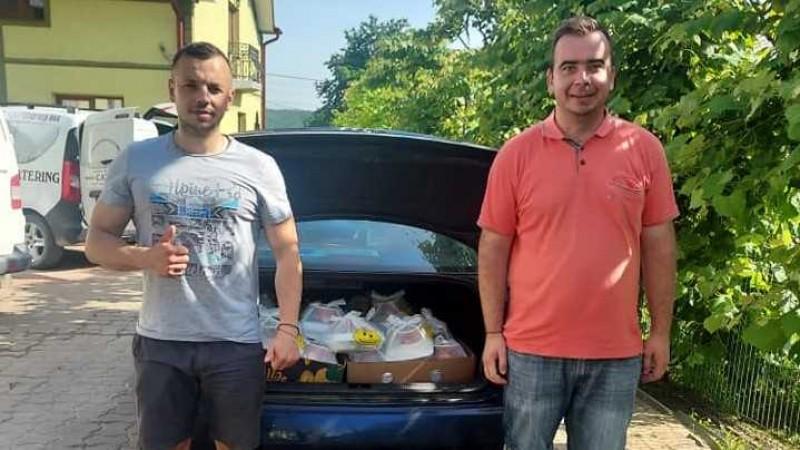 Un doctor în Teologie și un proprietar de restaurant din Darabani hrănesc săptămânal 90 de persoane vulnerabile
