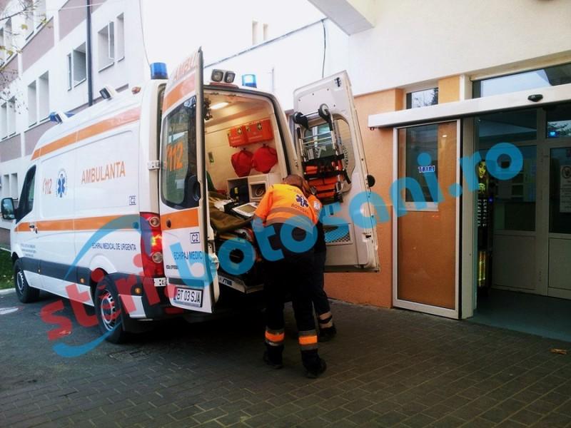 Un dorohoian a ajuns la Urgenţe după ce un perete s-a prăbuşit peste el