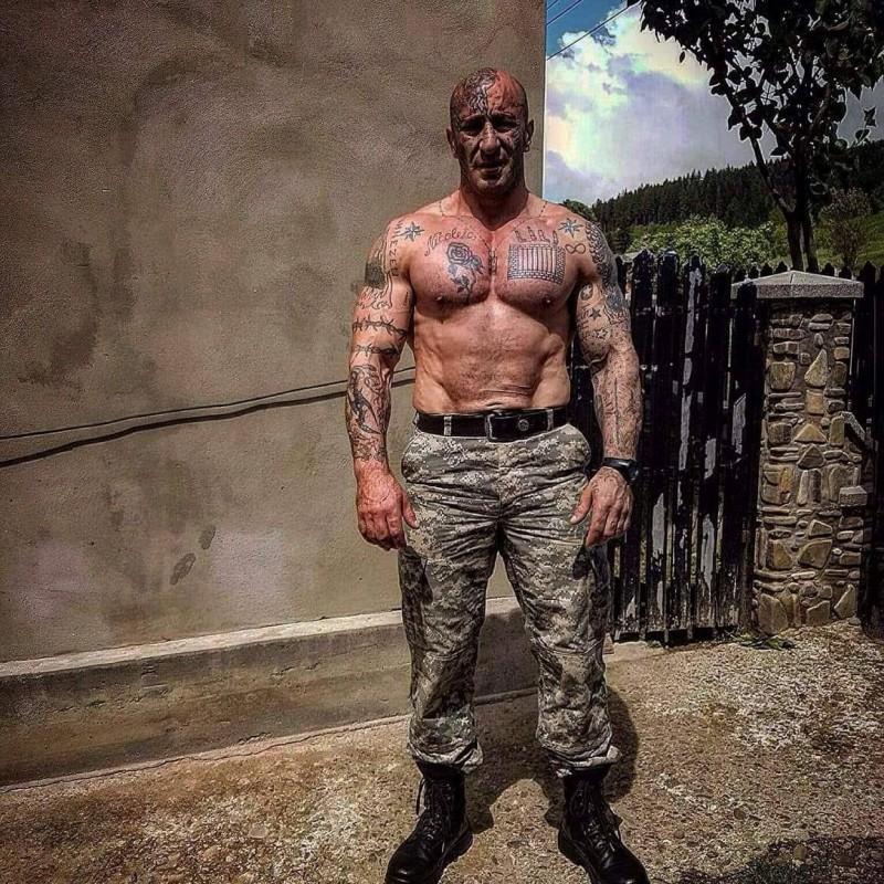 """Un fost deținut în Penitenciarul din Botoșani, care a participat la """"Românii au talent"""", săltat de DIICOT. Ar fi capul unei rețele de trafic de droguri, organizată împreună cu soția"""
