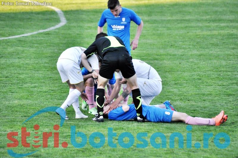 Un fotbalist de la Miroslava, la un pas sa-si inghita limba pe teren - FOTO