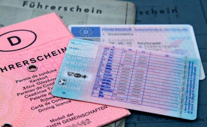 Un grup infracțional care vindea permise de conducere false cu 3.000 de euro la Botoșani a fost destructurat