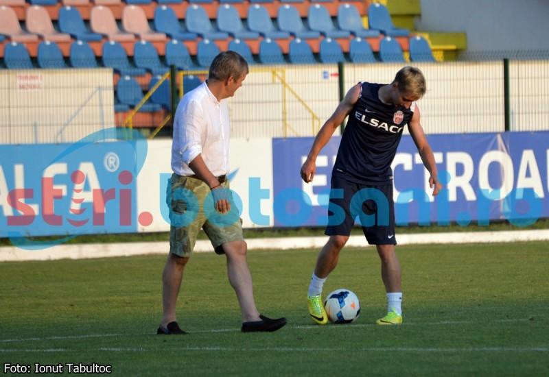 Un jucator de la FC Botosani, care a ratat intalnirea cu Astra, dupa ce i s-a facut rau, s-a antrenat o ora dupa fluierul de final, sub privirile lui Iftime - GALERIE FOTO