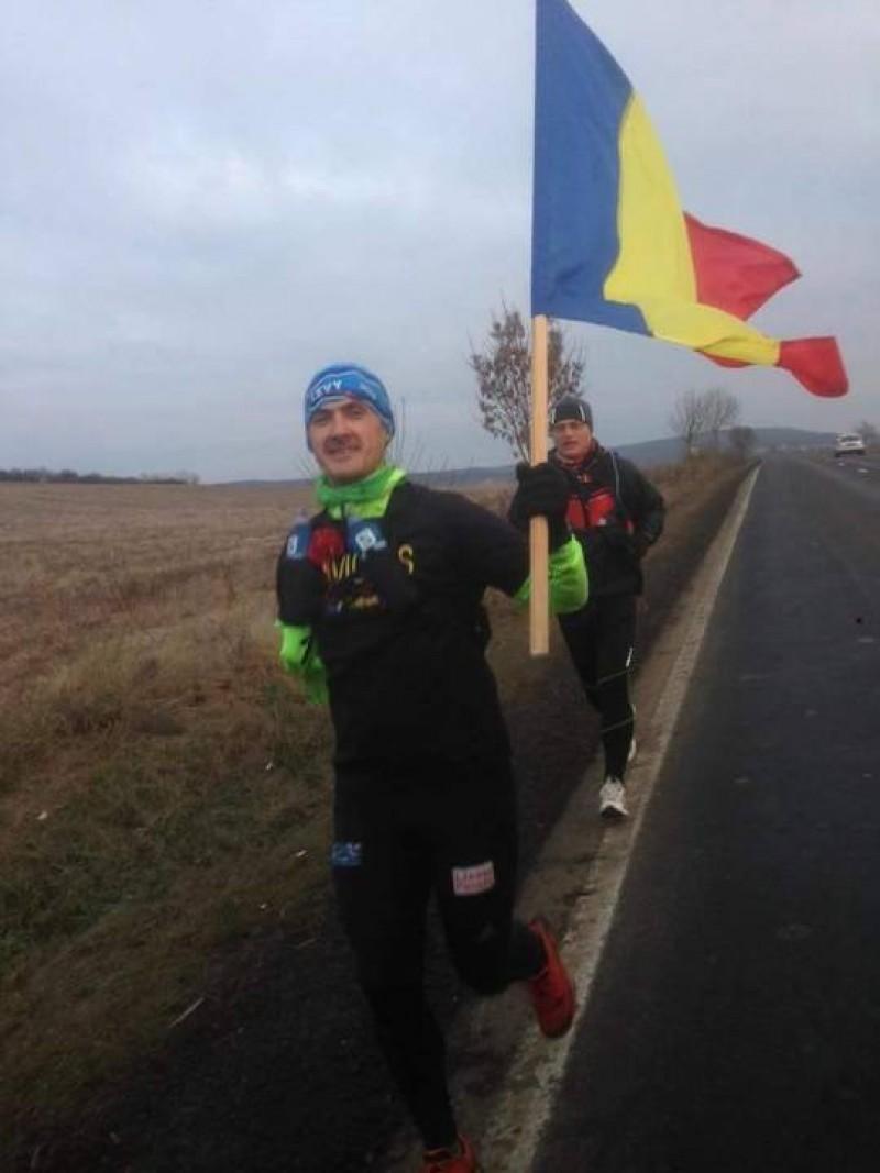 Un maghiar a alergat cu tricolorul în mână între Aiud şi Alba Iulia de Ziua Naţională a României!