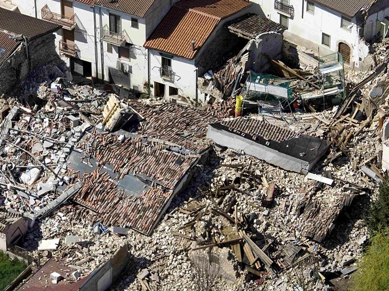 Un ministru lauda romanii din Italia: N-au fugit la cutremur, i-au ajutat pe batrani