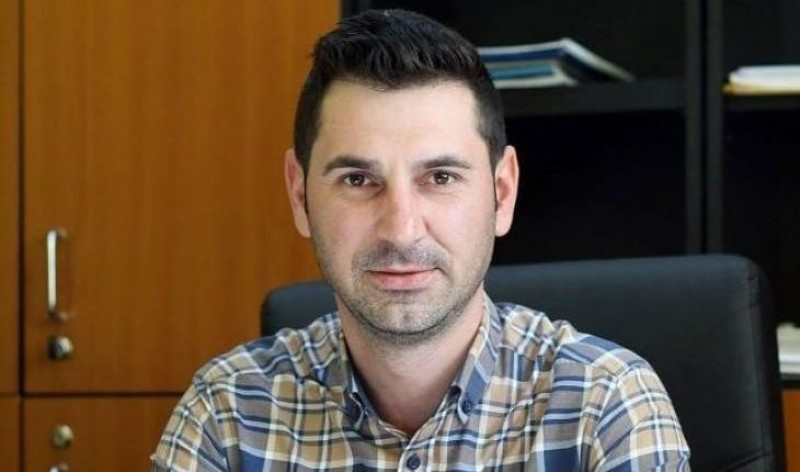 Un model de primar din Romania! Nu da banii pe panselute si borduri! Da burse copiilor din comuna sa mearga la facultate!