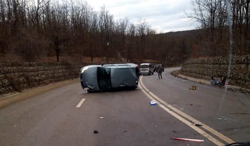 Un nou accident de circulație a avut loc în această dimineață pe drumurile din județ. O șoferiță a dat mașina peste cap în apropierea localității Trușești