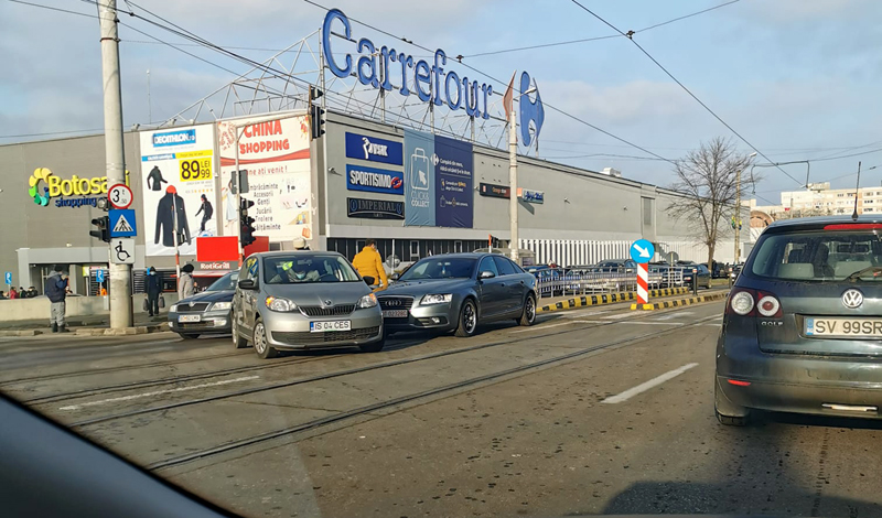 Un nou accident de circulație în zona Carrefour