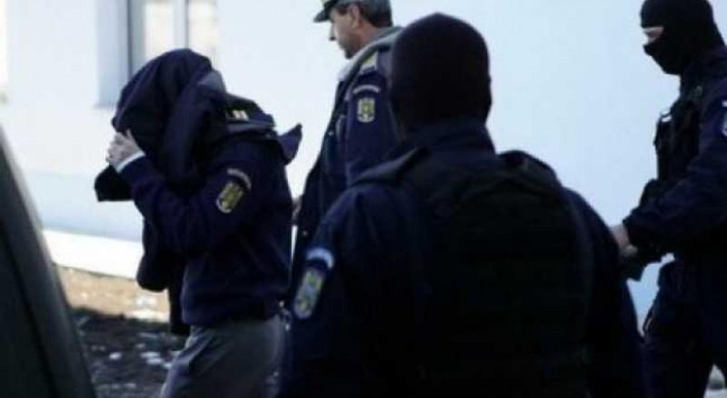 Un ofițer care sustrăgea probe din dosare la Poliția Săveni, trimis în judecată de Ofițerii Direcției Generale Anticorupție!