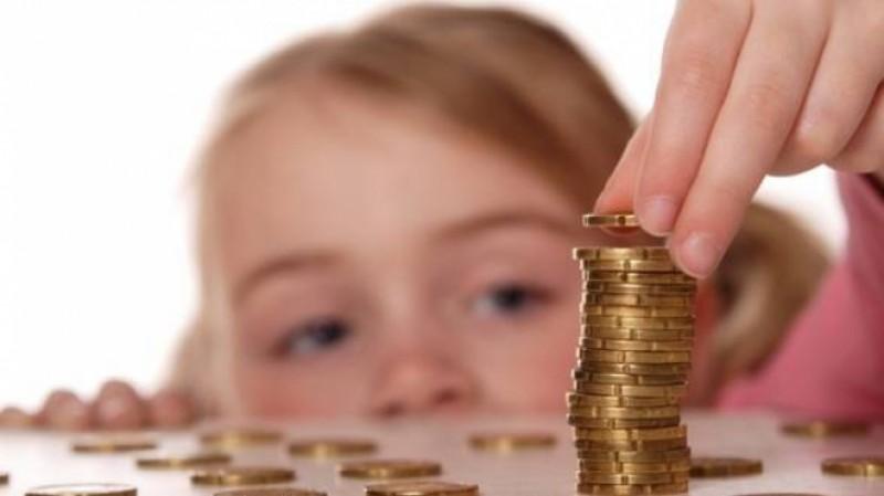 Un parlamentar propune ca alocația copiilor să nu mai fie în bani!