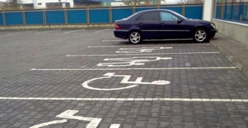 Un polițist a câștigat procesul cu un localnic care i-a filmat mașina parcată pe un loc pentru persoane cu dizabilități!