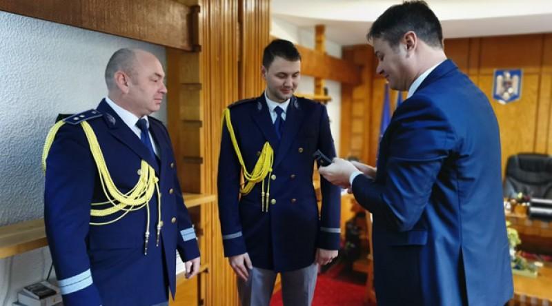Un polițist din cadrul Serviciului Public Comunitar pentru Eliberarea și Evidența Pașapoartelor Simple Botoșani, a fost avansat în grad de către prefect