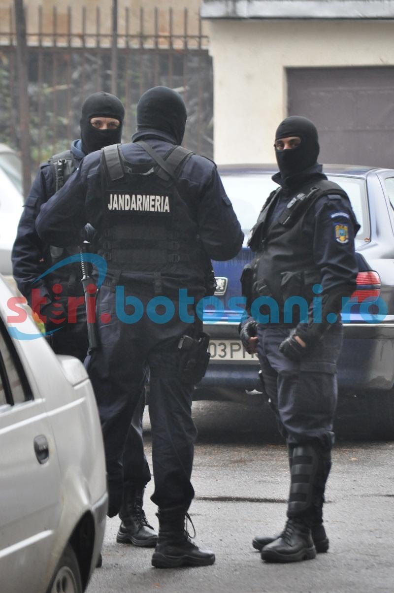 Un primar din Botosani si doi politisti de frontiera, invinuiti in dosarul contrabandei cu tigari! FOTO