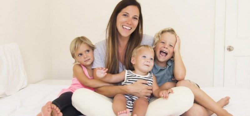 Un proiect de lege prevede scăderea vârstei de pensionare pentru mame cu doi ani pentru fiecare copil născut şi crescut