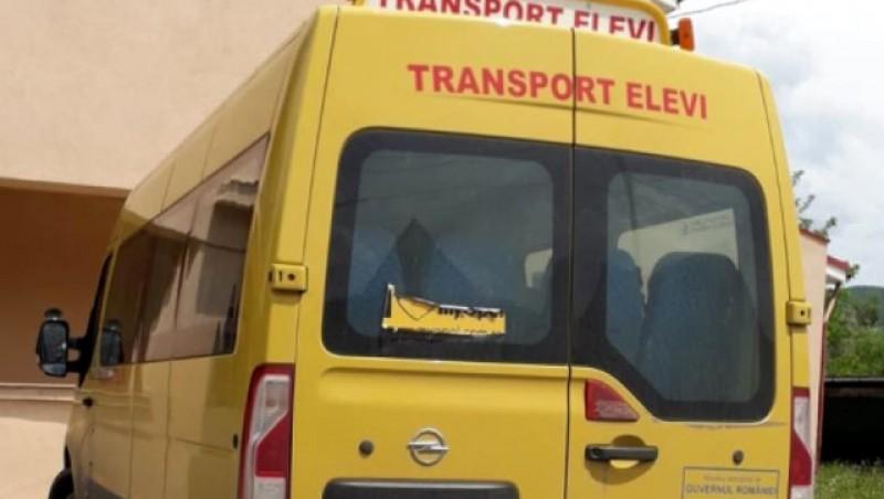 Un puști de numai 6 ani din Vârfu Câmpului ar fi fost bătut de mama unui coleg chiar în autobuzul școlii