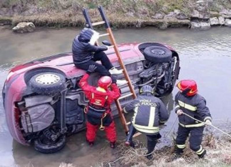 Un român, eroul zilei! A ajutat victima unui accident rutier să se salveze