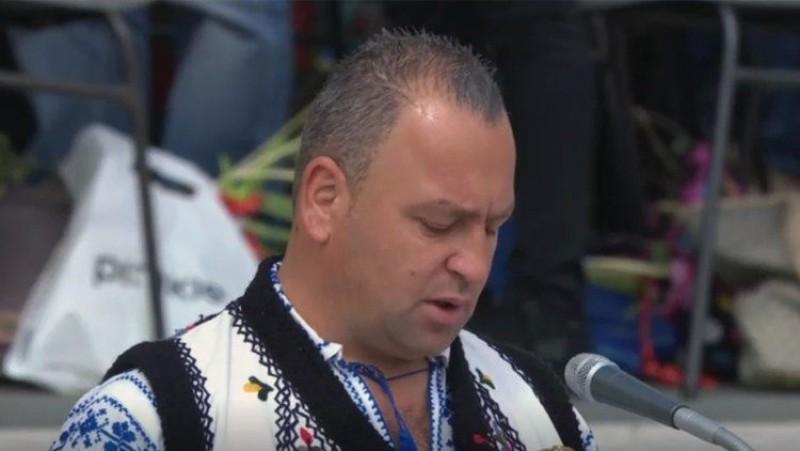 Un român în port popular a citit Rugăciunea universală la slujba de Florii ţinută de Papa Francisc la Vatican
