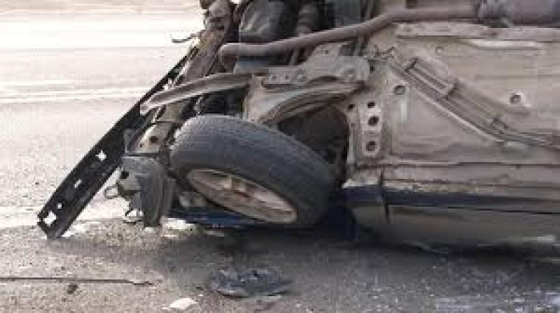Un șofer beat care fugea de polițiști s-a răsturnat cu mașina într-un șanț