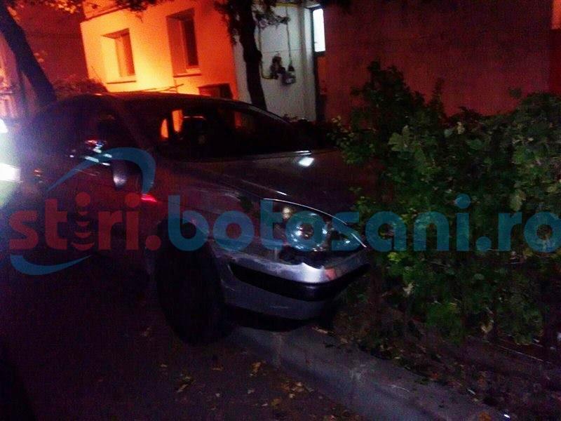 Un șofer beat criță a rupt un gard, într-un cartier din Botoșani!