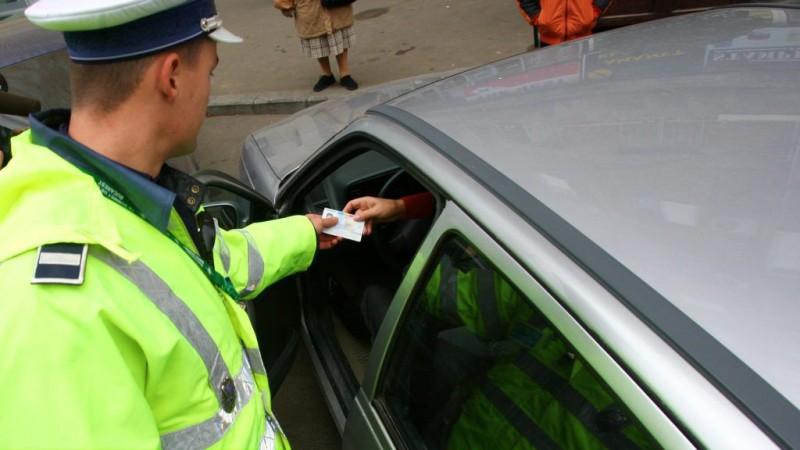 Un șofer le-a prezentat polițiștilor buletinul și a fost amendat cu 4.000 de lei. Ce era în neregulă!