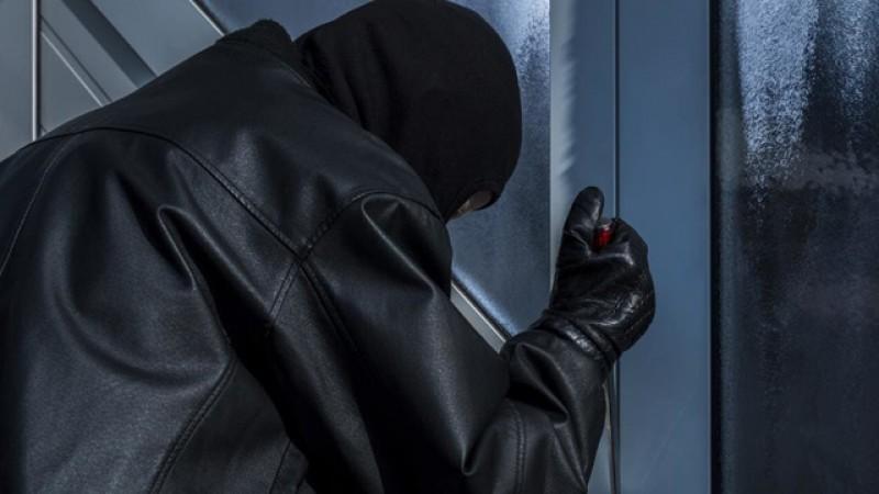 Un spărgător de magazine din Botoșani reţinut ieri pentru furt!