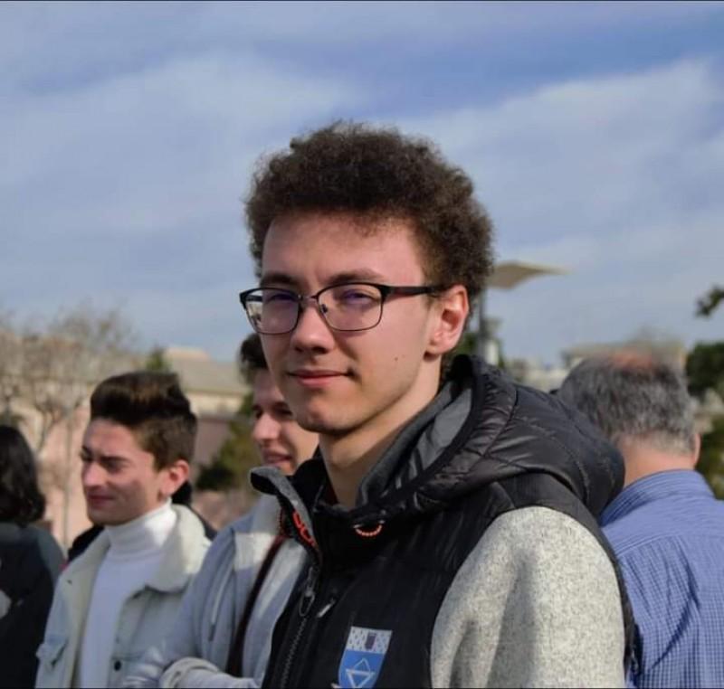 """Un student din Botoșani face performanță în karate și în matematică: """"Am simţit că trebuie să lucrez în plus şi am depus mult efort"""""""