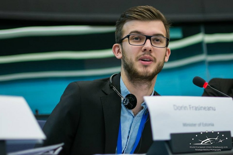 """Un student moldovean, la întâlnirea cu Dodon de la Moscova: """"Limba e română, am învățat la același liceu cu copiii dvs.!"""" VIDEO"""