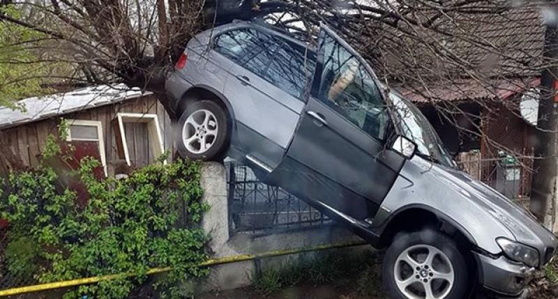 Un studiu furnizează răspunsul la întrebarea momentului de pe șosele: Sunt idioţii înclinaţi să conducă BMW sau această maşină îi transformă în idioţi?