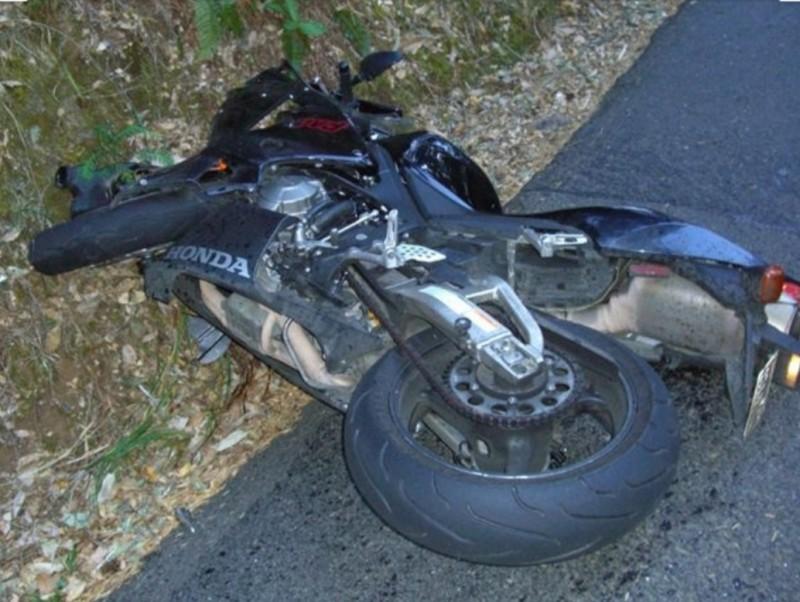 Un tânăr a rănit cu motociclul doi copii, apoi a părăsit locul faptei