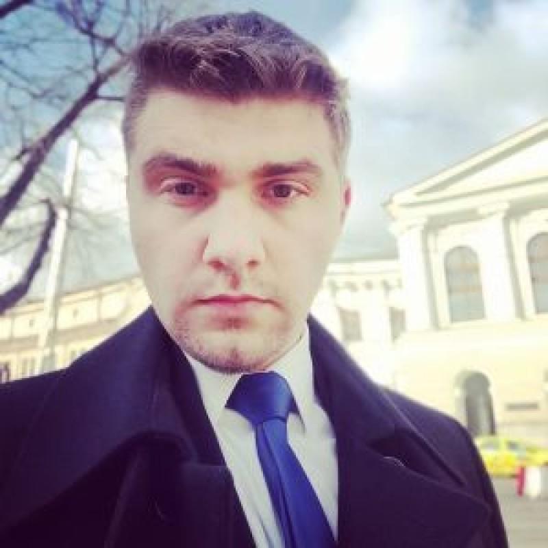 """Un tânăr absolvent al Colegiului """"Eminescu"""" a devenit consilierul lui Flutur. Este autorul a trei aplicații realizate pentru Guvern"""